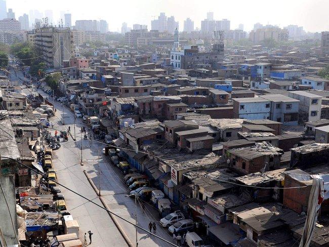 """Quả bom hẹn giờ khiến Ấn Độ có nguy cơ """"vỡ trận"""" vì Covid-19: Khu ổ chuột lớn nhất châu Á với hơn 1 triệu dân, 80 người phải chung nhau một nhà vệ sinh - Ảnh 2."""