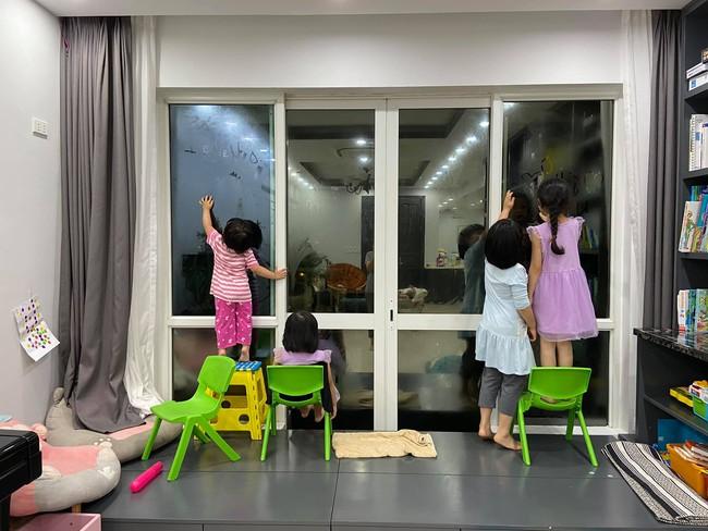 """Bị bắt quả tang thả đầy giấy vệ sinh vào toilet, con gái MC Minh Trang ra vẻ hối lỗi nhưng câu nói cuối cùng khiến mẹ """"ngã ngửa"""" - Ảnh 5."""