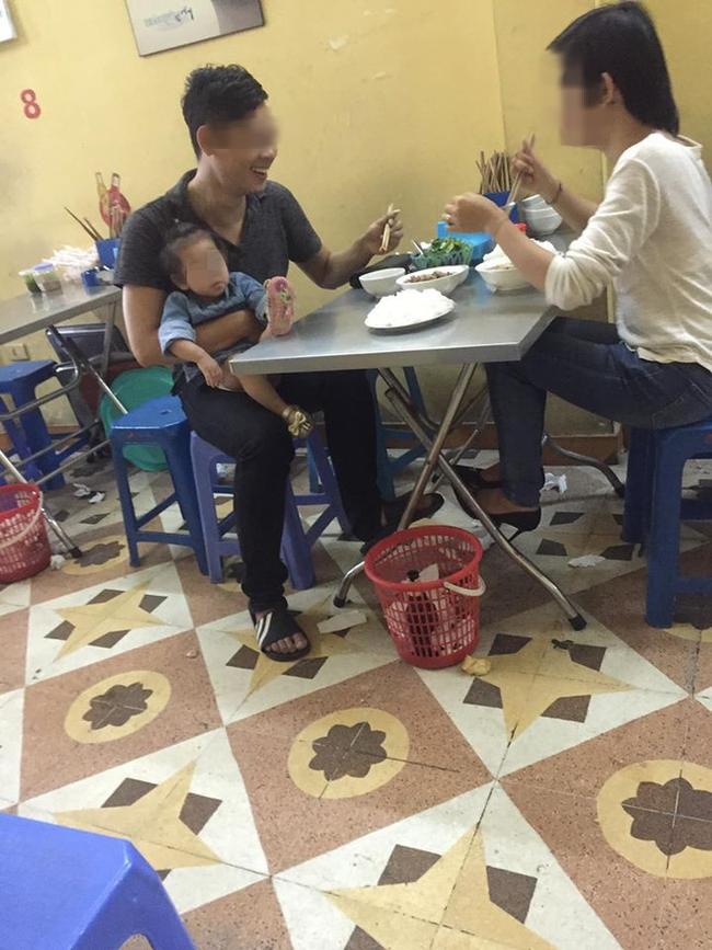 Đăng lại bức ảnh đã chụp 4 năm trước ở quán ăn gần viện Nhi, cô gái tiết lộ câu chuyện đằng sau khiến ai nấy rưng rưng xúc động - Ảnh 1.