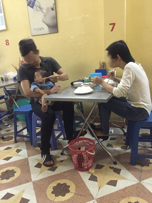 Đăng lại bức ảnh đã chụp 4 năm trước ở quán ăn gần viện Nhi, cô gái tiết lộ câu chuyện đằng sau khiến ai nấy rưng rưng xúc động - Ảnh 2.