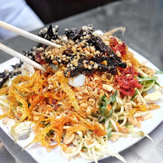 """Có 250k trong tay, nhất định nên """"bay"""" tới 4 quán bánh tráng trộn bình dân nổi tiếng Sài Gòn để ăn thả ga món vỉa hè vừa rẻ vừa ngon này - Ảnh 10."""