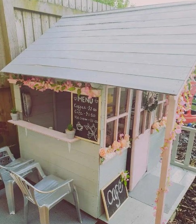 Nhìn quán cà phê ngoài trời xịn sò đẹp mê ly do mẹ tự tay làm cho con thế này, không ai có thể đoán đúng được chi phí làm ra nó là bao nhiêu - Ảnh 3.