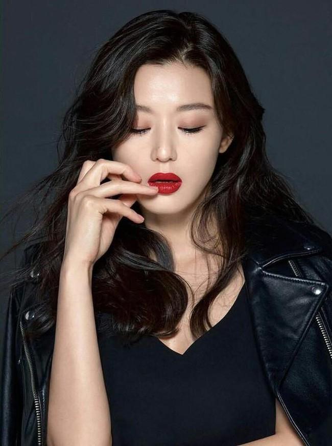 """Top 10 mỹ nhân Hàn Quốc thế kỷ 21: Bộ ba nữ thần """"Tae - Hye - Ji"""" đều có mặt nhưng đỉnh cao nhất phải là người đẹp huyền thoại 49 tuổi này  - Ảnh 6."""