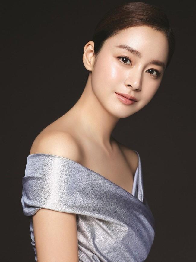 """Top 10 mỹ nhân Hàn Quốc thế kỷ 21: Bộ ba nữ thần """"Tae - Hye - Ji"""" đều có mặt nhưng đỉnh cao nhất phải là người đẹp huyền thoại 49 tuổi này  - Ảnh 4."""