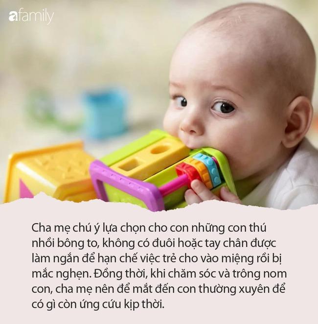 Bà mẹ lên tiếng cảnh báo khi con gái 6 tháng tuổi suýt chết bởi một món đồ chơi tưởng chừng như vô hại mà hầu như nhà ai cũng có - Ảnh 3.