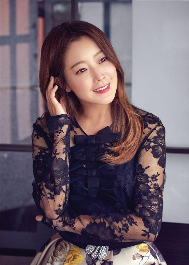 """Top 10 mỹ nhân Hàn Quốc thế kỷ 21: Bộ ba nữ thần """"Tae - Hye - Ji"""" đều có mặt nhưng đỉnh cao nhất phải là người đẹp huyền thoại 49 tuổi này  - Ảnh 2."""