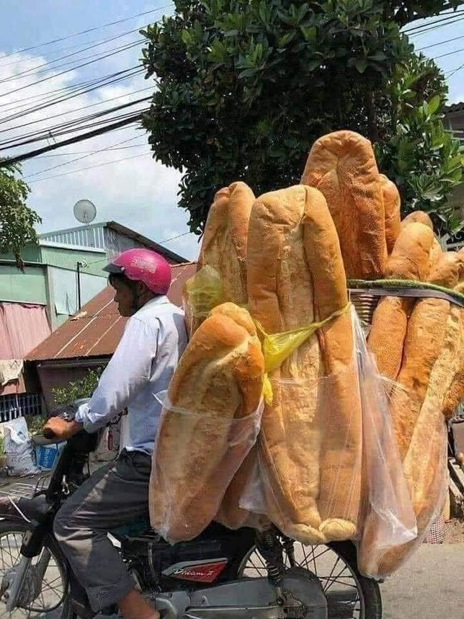 """Dân mạng bất ngờ với chiếc bánh mỳ siêu to khổng lồ """"từ hành tinh khác"""", nhưng ít ai biết món ăn này đã từng được xếp hạng là món ăn kỳ lạ nhất thế giới - Ảnh 3."""
