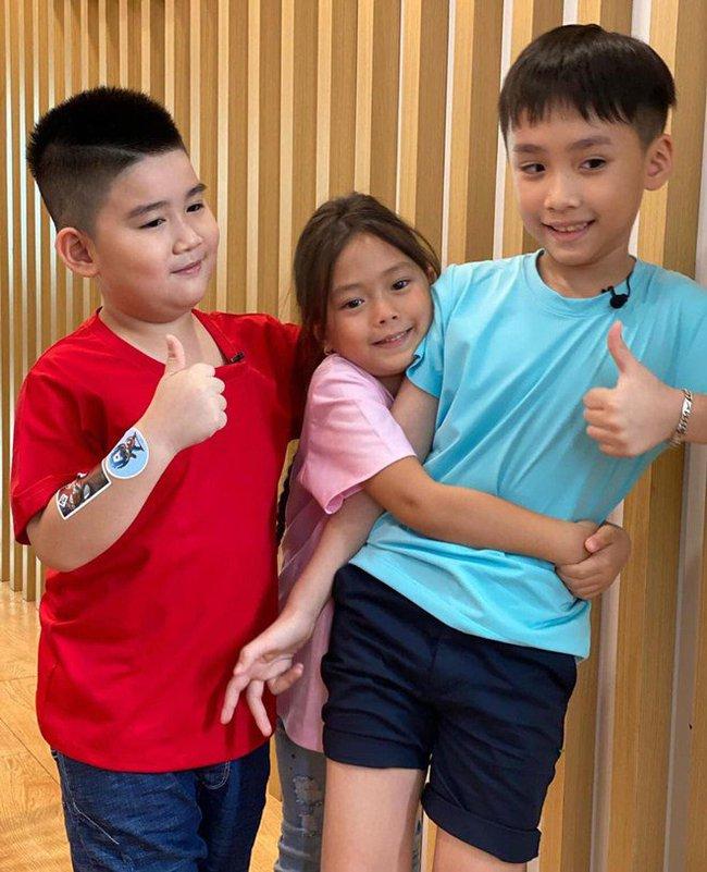 Con trai Thu Trang - Tiến Luật nhắc tên con gái Đoan Trang, lại còn e thẹn cực đáng yêu  - Ảnh 3.
