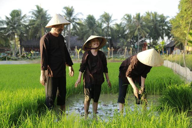 Con trai Thu Trang - Tiến Luật nhắc tên con gái Đoan Trang, lại còn e thẹn cực đáng yêu  - Ảnh 7.