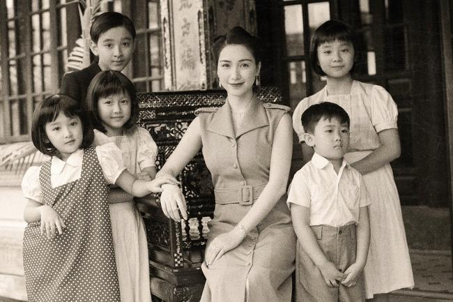 Hòa Minzy tung MV về chuyện tình Vua Bảo Đại - Nam Phương Hoàng hậu, xuất hiện với tạo hình tuyệt đẹp - Ảnh 6.