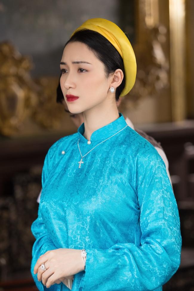 Hòa Minzy tung MV về chuyện tình Vua Bảo Đại - Nam Phương Hoàng hậu, xuất hiện với tạo hình tuyệt đẹp - Ảnh 9.