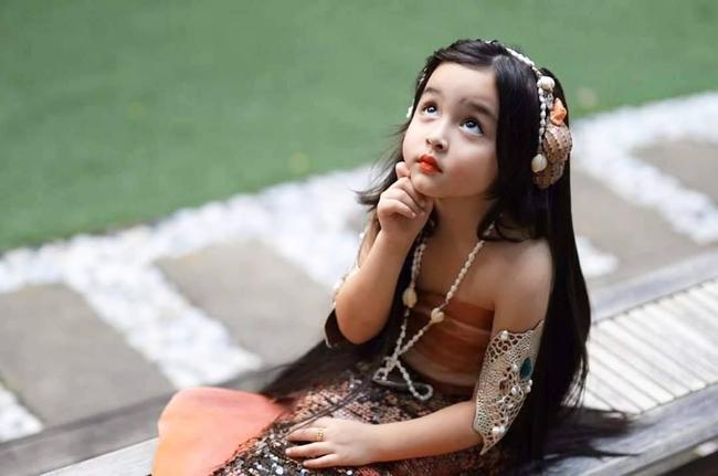 Hoá thân chính người mẹ của mình, con gái mỹ nhân đẹp nhất Philippines khiến ai nấy xuýt xoa vì xinh đẹp, thần thái hơn mẹ - Ảnh 2.
