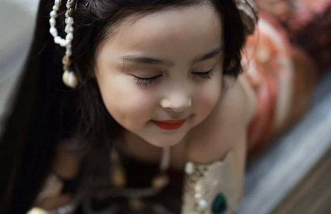 Hoá thân chính người mẹ của mình, con gái mỹ nhân đẹp nhất Philippines khiến ai nấy xuýt xoa vì xinh đẹp, thần thái hơn mẹ - Ảnh 6.
