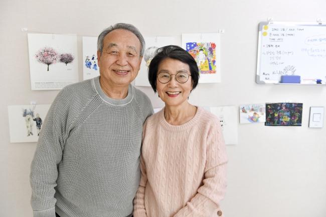 Cặp vợ chồng 80 tuổi hút triệu like trên Tiktok nhờ màn tấu hài cực đỉnh với các cháu, ngoài ra nếu biết được tài năng này của họ thì còn choáng hơn nữa - Ảnh 1.