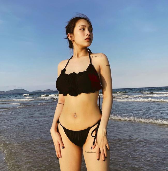 Sinh con chưa tròn tháng, con gái đại gia Minh Nhựa đã tung tăng đi biển, diện bikini khoe dáng đẹp xuất sắc - Ảnh 1.