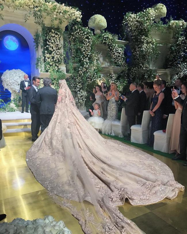 3 năm sau khi gây chú ý khắp thế giới vì chi gần 230 tỷ đồng mua váy cưới, mời hẳn Lady Gaga tới biểu diễn, nàng tiểu thư nước Nga có cuộc sống thay đổi gây ngỡ ngàng - Ảnh 3.