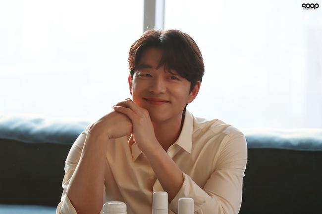 """Mê mẩn trước loạt khoảnh khắc đẹp xuất sắc của """"ông chú yêu tinh"""" Gong Yoo, 40 tuổi rồi nhưng vẫn điển trai và phong độ ngời ngời - Ảnh 4."""