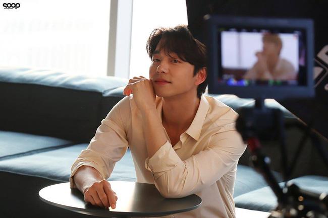 """Mê mẩn trước loạt khoảnh khắc đẹp xuất sắc của """"ông chú yêu tinh"""" Gong Yoo, 40 tuổi rồi nhưng vẫn điển trai và phong độ ngời ngời - Ảnh 3."""