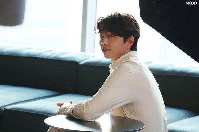 """Mê mẩn trước loạt khoảnh khắc đẹp xuất sắc của """"ông chú yêu tinh"""" Gong Yoo, 40 tuổi rồi nhưng vẫn điển trai và phong độ ngời ngời - Ảnh 5."""