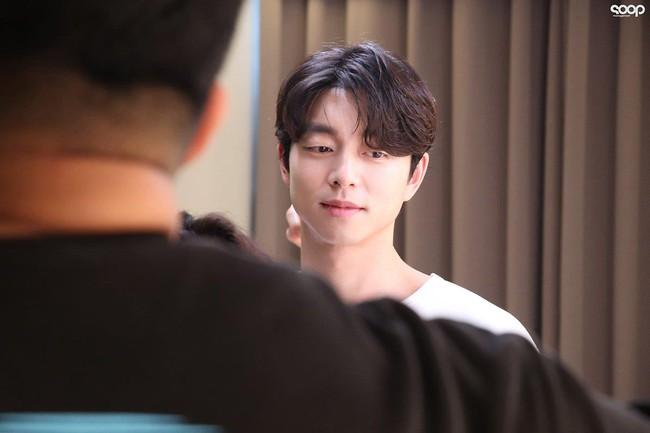 """Mê mẩn trước loạt khoảnh khắc đẹp xuất sắc của """"ông chú yêu tinh"""" Gong Yoo, 40 tuổi rồi nhưng vẫn điển trai và phong độ ngời ngời - Ảnh 11."""