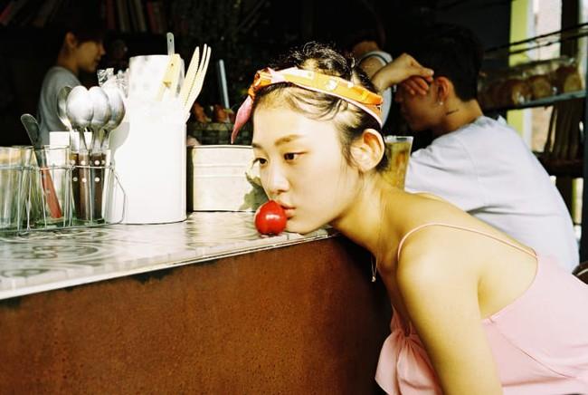"""Bộ ảnh lột tả văn hóa """"cô đơn"""" của người trẻ Hàn Quốc: Thế hệ từ bỏ mọi thứ và sẵn sàng độc thân chỉ cần là vui - Ảnh 1."""