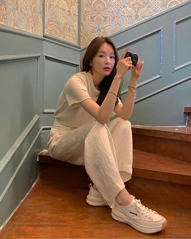 Kang Min Kyung của nhóm Davichi chính là tấm gương mặc đẹp đáng lưu tâm, nàng U30 học theo set nào là ăn chắc điểm set đó - Ảnh 8.