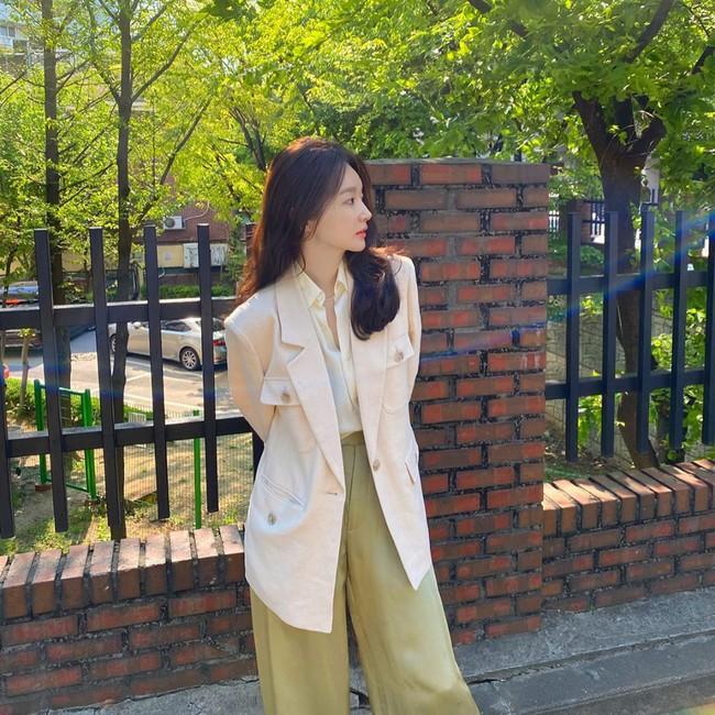 Kang Min Kyung của nhóm Davichi chính là tấm gương mặc đẹp đáng lưu tâm, nàng U30 học theo set nào là ăn chắc điểm set đó - Ảnh 4.
