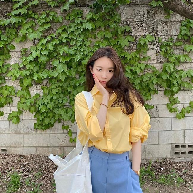 Kang Min Kyung của nhóm Davichi chính là tấm gương mặc đẹp đáng lưu tâm, nàng U30 học theo set nào là ăn chắc điểm set đó - Ảnh 3.