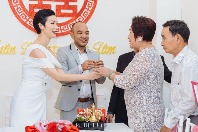 """Siêu mẫu Xuân Lan lần đầu tiết lộ hình ảnh trong lễ ăn hỏi bí mật, kể chuyện đám cưới """"chớp nhoáng"""" với ông xã Việt Kiều - Ảnh 3."""