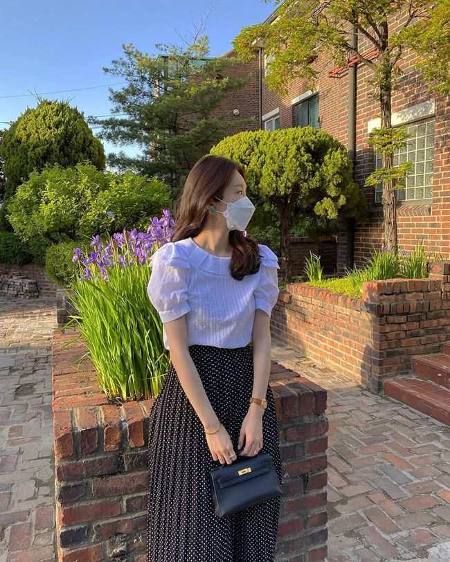 Kang Min Kyung của nhóm Davichi chính là tấm gương mặc đẹp đáng lưu tâm, nàng U30 học theo set nào là ăn chắc điểm set đó - Ảnh 2.