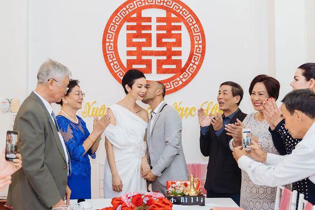 """Siêu mẫu Xuân Lan lần đầu tiết lộ hình ảnh trong lễ ăn hỏi bí mật, kể chuyện đám cưới """"chớp nhoáng"""" với ông xã Việt Kiều - Ảnh 7."""