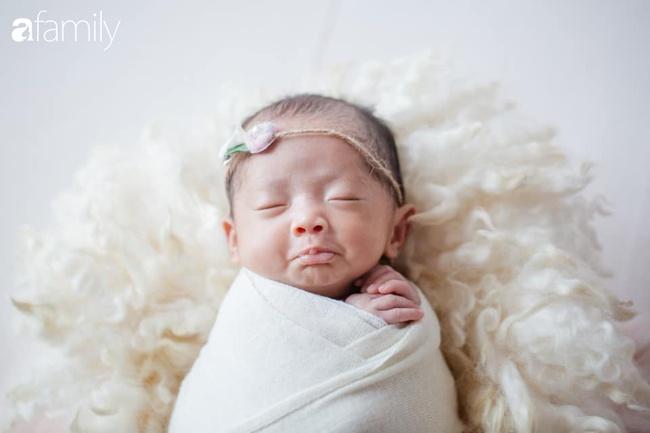 Ngắm diện mạo hiện tại con gái Khánh Thi, từng sinh non nặng 1,9kg giờ đã lớn phổng phao, mặt y hệt bố nhưng tính tình đặc mẹ - Ảnh 2.