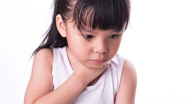 Bác sĩ làm thí nghiệm sự nguy hiểm khi trẻ nuốt phải pin, kết quả khiến ai cũng phải kinh hoàng - Ảnh 5.