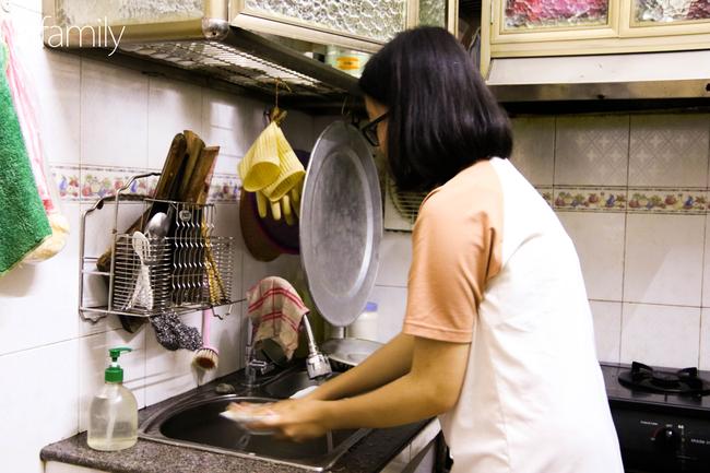 Sau nhiều ngày thực hiện cách ly xã hội, người Hà Nội nghỉ lễ chỉ cần được đi du lịch ở Hồ Gươm để ăn kem Tràng Tiền cho đỡ nhớ - Ảnh 4.