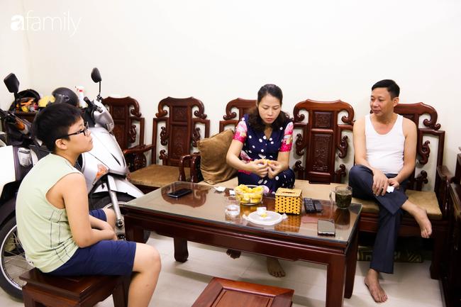 Sau nhiều ngày thực hiện cách ly xã hội, người Hà Nội nghỉ lễ chỉ cần được đi du lịch ở Hồ Gươm để ăn kem Tràng Tiền cho đỡ nhớ - Ảnh 5.