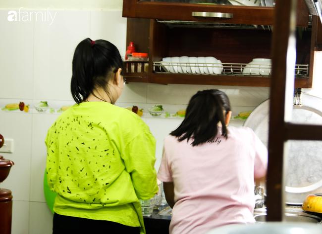 Sau nhiều ngày thực hiện cách ly xã hội, người Hà Nội nghỉ lễ chỉ cần được đi du lịch ở Hồ Gươm để ăn kem Tràng Tiền cho đỡ nhớ - Ảnh 9.