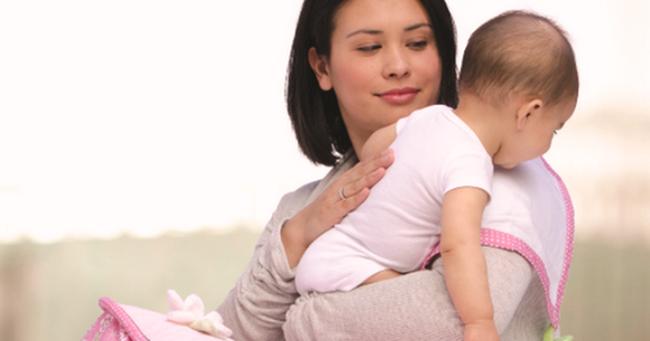 Thấy con 6 tuần tuổi cứ ăn vào là ói, bà mẹ cho đi khám rồi sững sờ khi nghe kết quả từ bác sĩ - Ảnh 2.