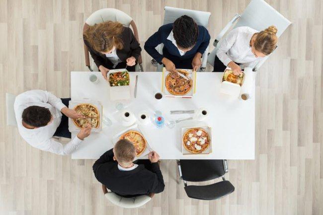 """6 quy định ngớ ngẩn tại các công ty trên thế giới, sếp tưởng là hay nhưng nhân viên chỉ thấy """"làm màu"""" - Ảnh 1."""