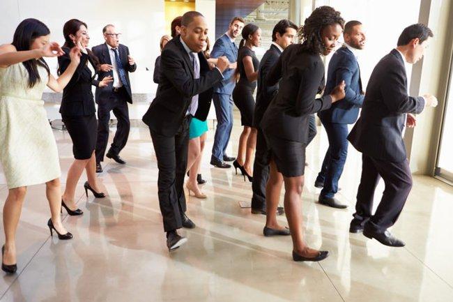"""6 quy định ngớ ngẩn tại các công ty trên thế giới, sếp tưởng là hay nhưng nhân viên chỉ thấy """"làm màu"""" - Ảnh 2."""