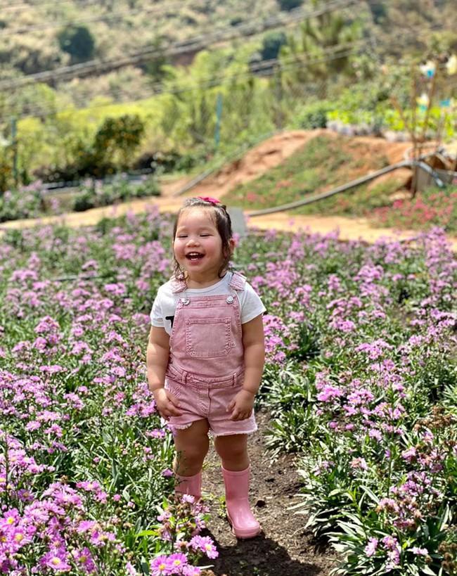 Vai mỏi nhừ vì bế Myla ru ngủ lúc 11 tháng tuổi, siêu mẫu Hà Anh quyết tâm luyện ngủ cho con, muộn nhưng vẫn thành công - Ảnh 4.