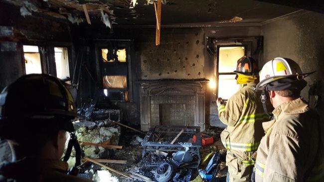 Người phụ nữ bị bỏng do cháy nhà khiến dân Mỹ thương xót trước khi chiếc tủ lạnh chứa xác người tố cáo tội ác và danh tính thật của ả - Ảnh 2.