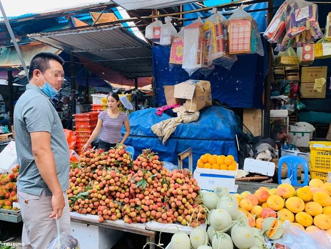 Đầu mùa vải giá 50.000 đồng/kg nhưng vị còn khá chua, cam Sài Gòn xuống chợ giá rẻ - Ảnh 3.