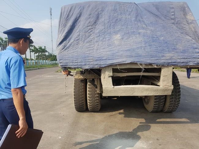 Ninh Bình: Kỳ lạ chiếc xe chở đầy hàng bỏ lại, khiến cán bộ phải túc trực tìm chủ - Ảnh 2.