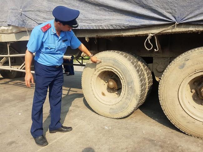 Ninh Bình: Kỳ lạ chiếc xe chở đầy hàng bỏ lại, khiến cán bộ phải túc trực tìm chủ - Ảnh 3.