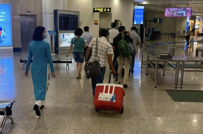 Ghép tạng xuyên Việt: 2 lá gan vận chuyển từ Hà Nội cứu bệnh nhân tại TP.HCM thoát cửa tử trong đêm - Ảnh 1.
