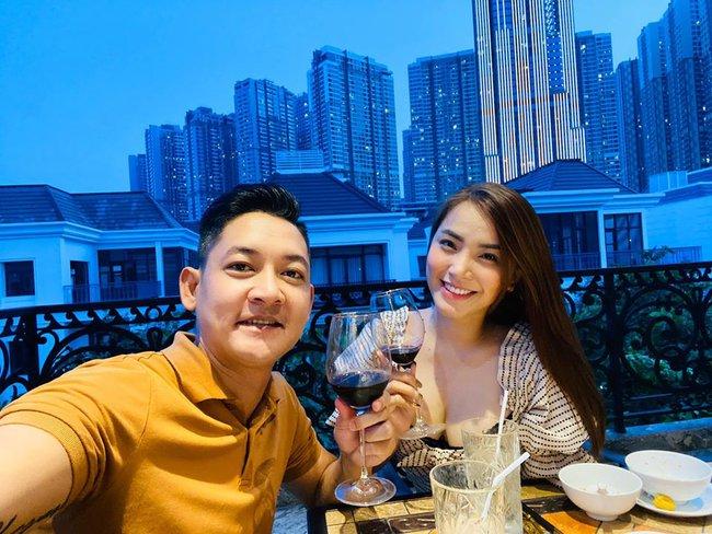 Vợ chồng Hải Băng trốn con đi hẹn hò lãng mạn.