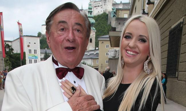 """Cuộc hôn nhân bạc tỷ của tỷ phú USD 81 tuổi được mệnh danh là ông trùm """"sát gái"""" nhất thế giới với người mẫu kém tuổi con mình giờ ra sao? - Ảnh 5."""