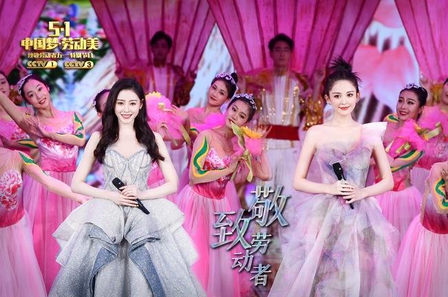Vượt ồn ào chơi xấu đàn chị, Trương Thiên Ái xuất hiện như nữ thần nhưng nhan sắc phải e dè Cổ Lực Na Trát  - Ảnh 3.