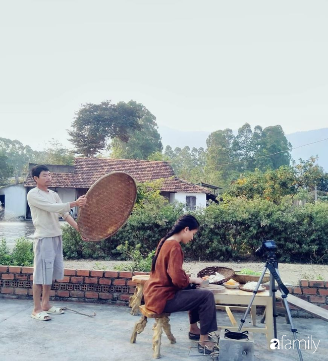 """""""Cô gái đồng quê"""" Việt Nam bất ngờ kể về tuổi ấu thơ nghèo khó và ảnh hưởng của cha mẹ khi quyết định bỏ phố về làm nông dân 4.0 hạnh phúc - Ảnh 2."""