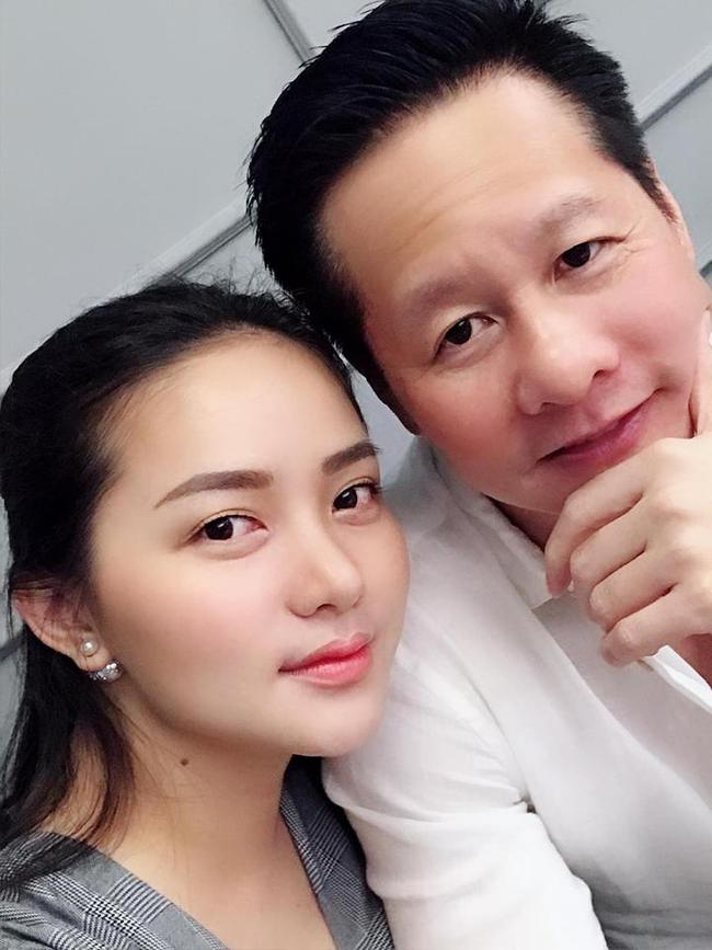 Con gái Phan Như Thảo hơn 3 tuổi đã biết sấy tóc cho mẹ nhưng người đẹp tiết lộ thảm cảnh sau đó ai cũng cười nắc nẻ - Ảnh 1.